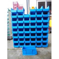56 gebruikte blauwe  Magazijnbakken