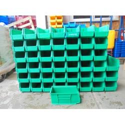 46 gebruikte groene Magazijnbakken